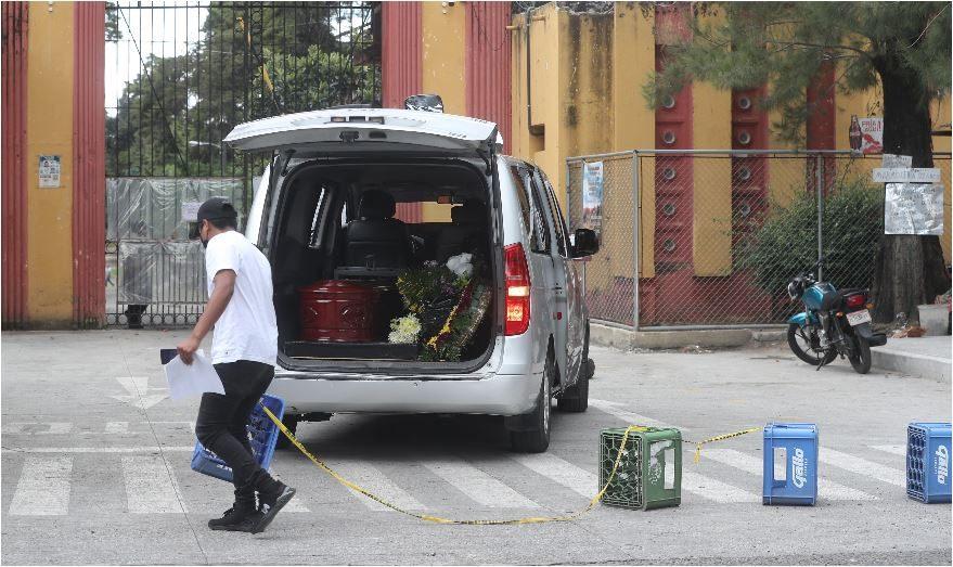 Alta demanda en sector funerario muestra crisis de Covid-19 en Guatemala - Prensa Libre