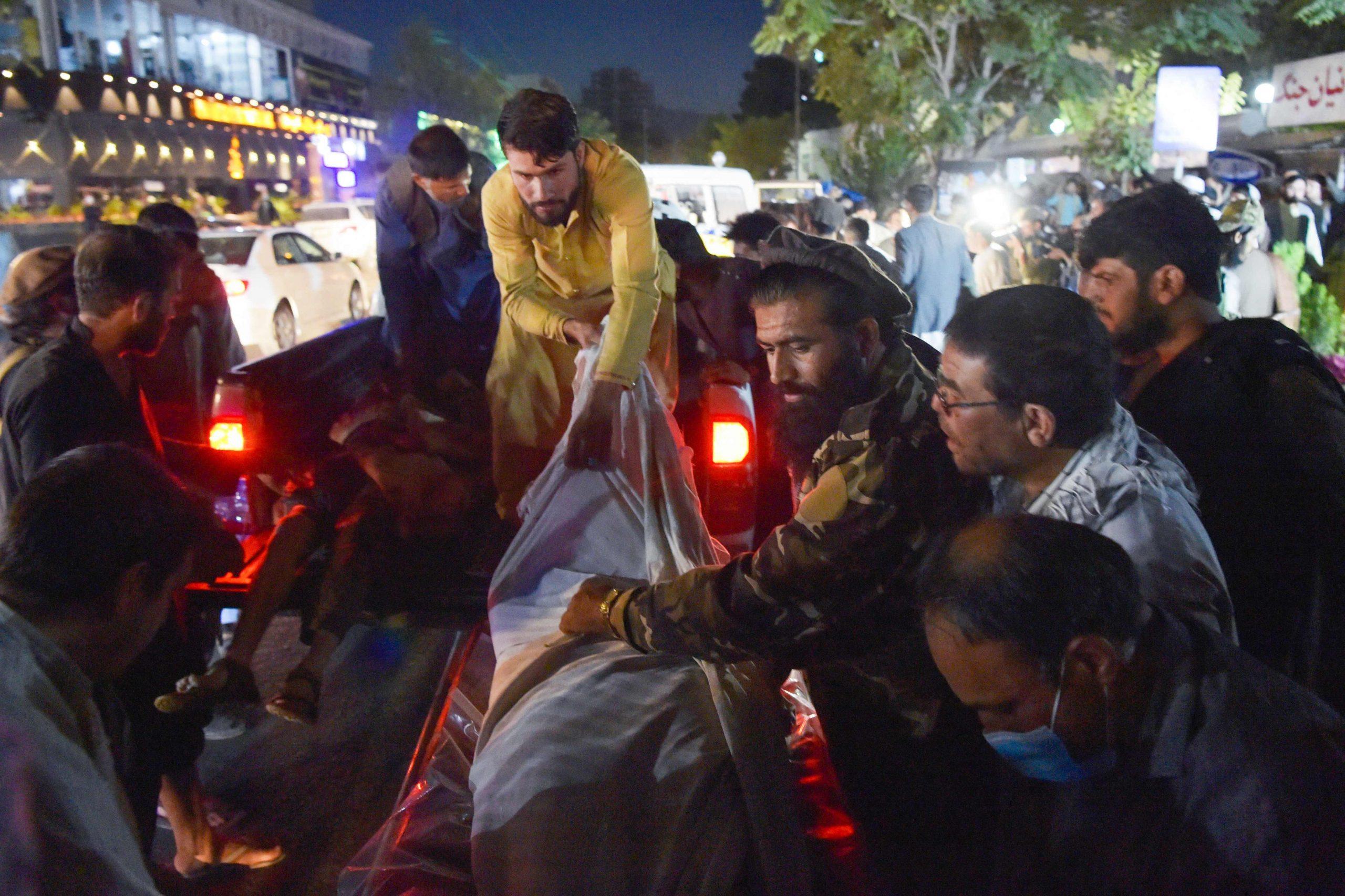 Imágenes crudas del doble ataque al aeropuerto de Kabul (muertos, heridos y evacuaciones por huir del nuevo régimen talibán) - Prensa Libre