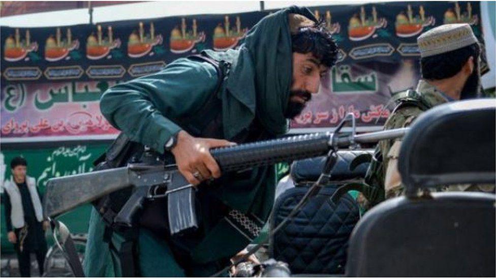 """La """"caza puerta a puerta"""" de los talibanes contra los """"colaboradores occidentales"""" dice un informe confidencial de la ONU"""