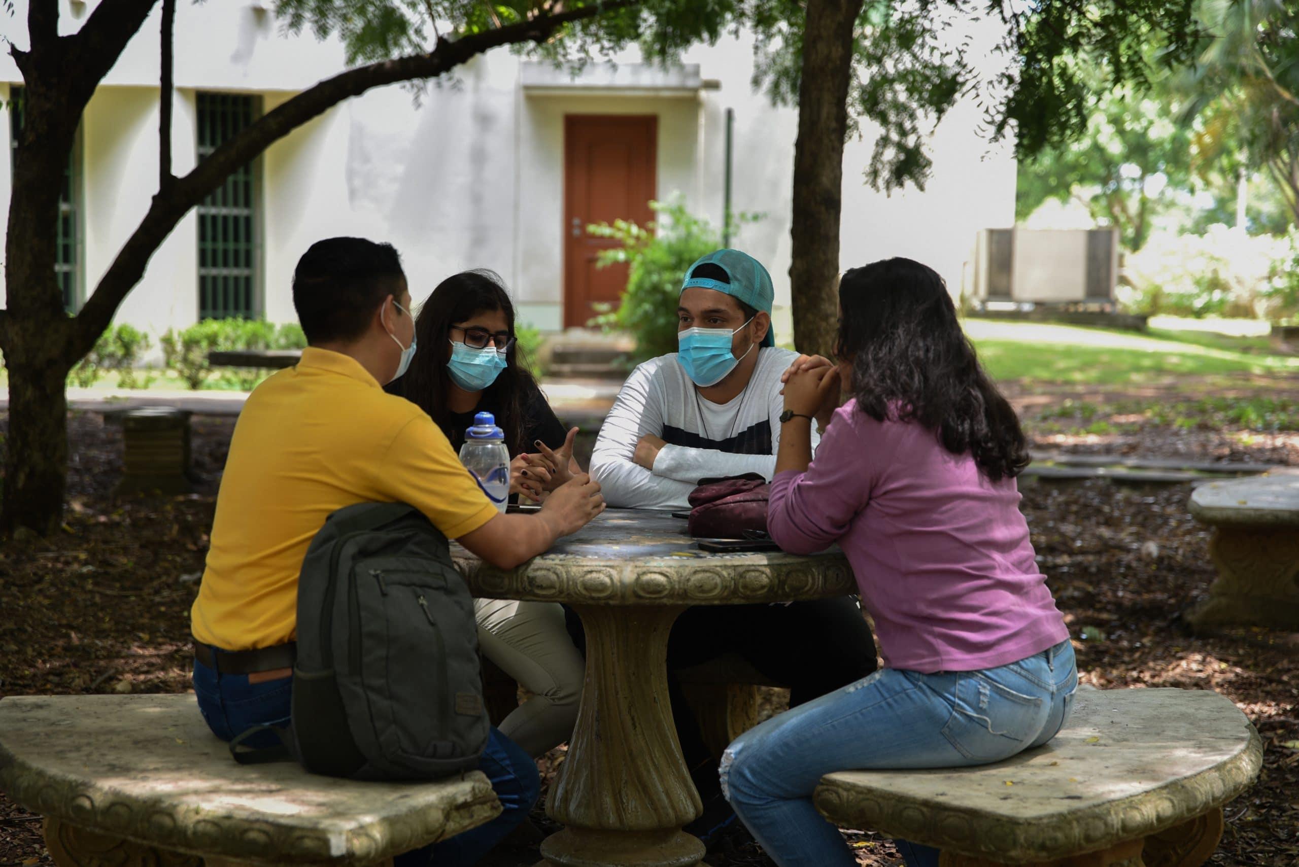 Los estudiantes universitarios se enfrentan a un mercado laboral deficiente debido a la crisis