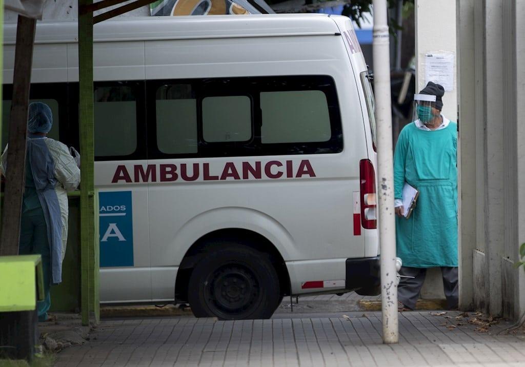Una ambulancia entra a un hospital de Managua (Nicaragua). EFE/Jorge Torres/Archivo