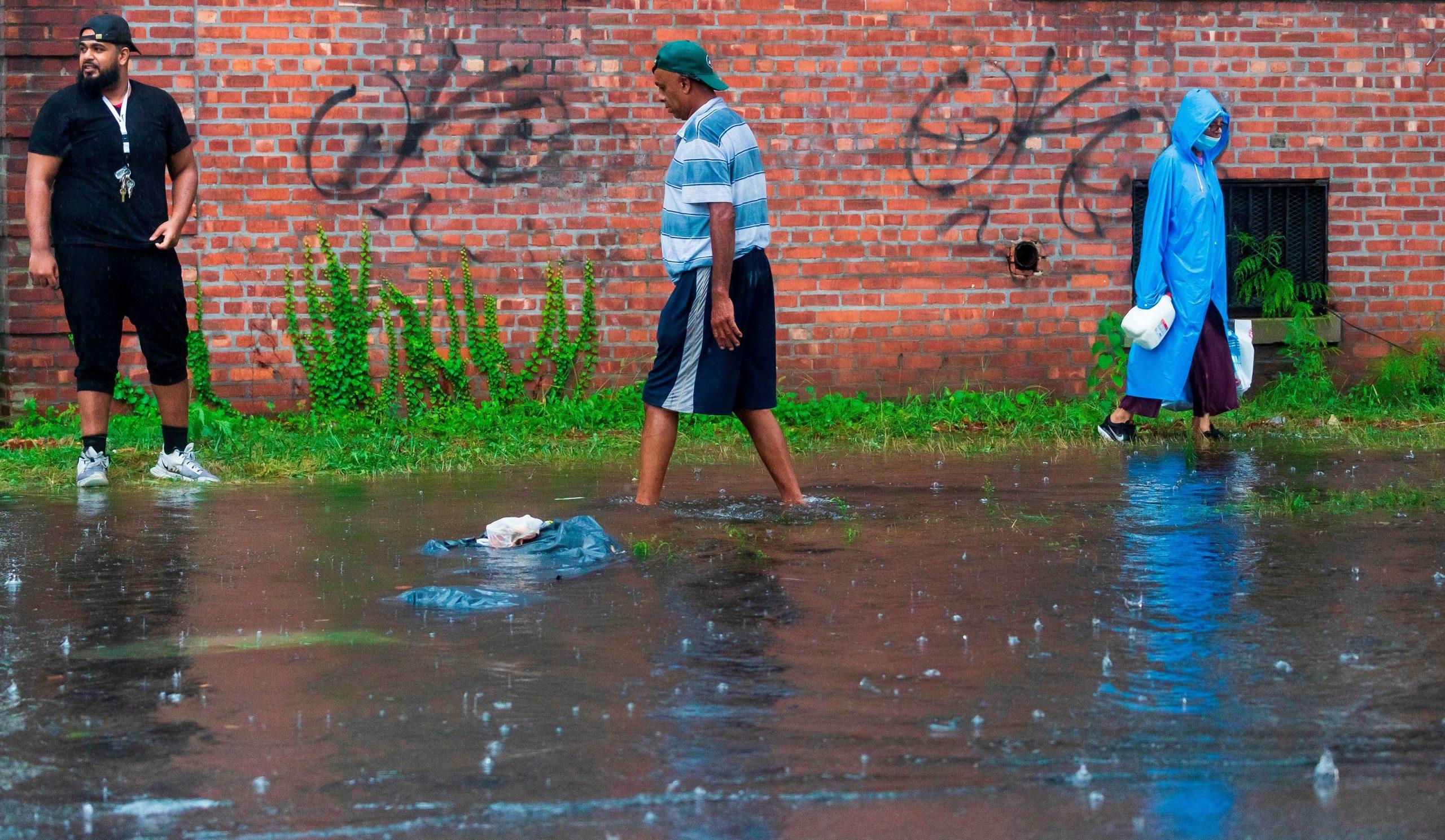 Tormenta Henri deja inundaciones, miles sin electricidad, vuelos cancelados en noreste de Estados Unidos - Prensa Libre