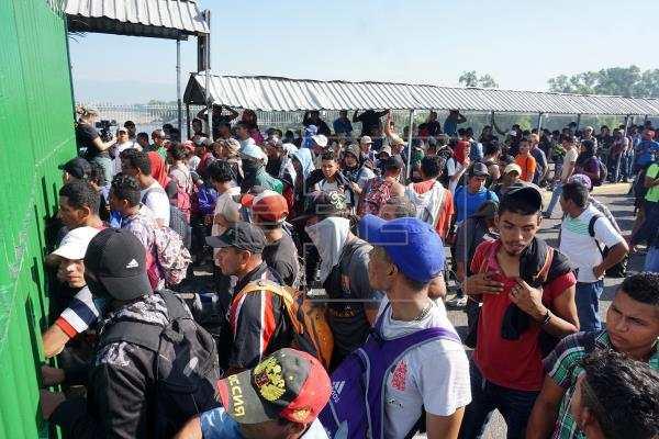 Una caravana avanza desde el sur de México hacia Estados Unidos - Prensa Libre