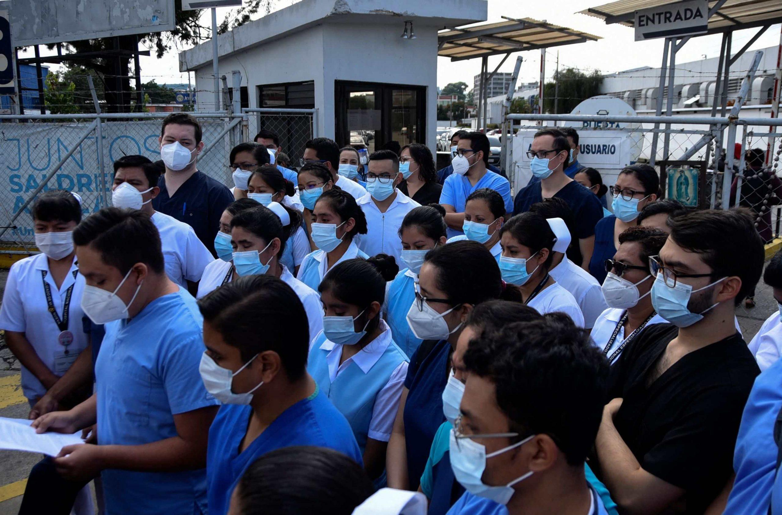 Disposiciones legislativas para contener la pandemia no logran convencer a la comunidad médica - Prensa Libre