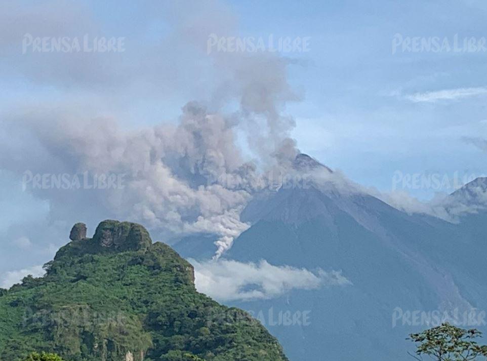 El Volcán de Fuego entra en fase de erupción y lanza un flujo piroclástico que ya recorre hasta 6 kilómetros y pone en alerta a las autoridades