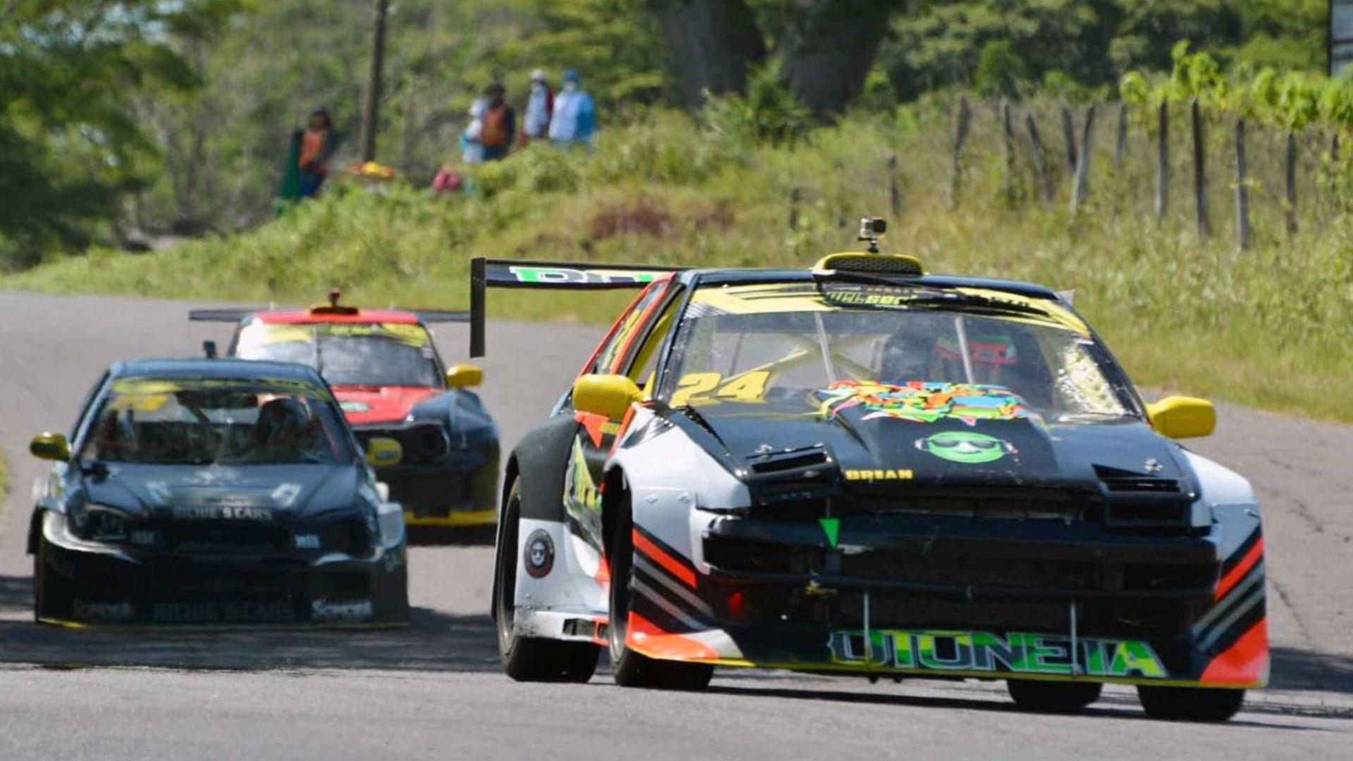 El piloto nacional Brian Palma triunfa con autoridad en la división GTR - Prensa Libre