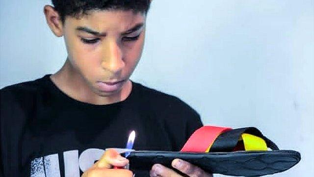 El popular mercado de chanclas que inventó un niño de 14 años en Venezuela - prensa Libre