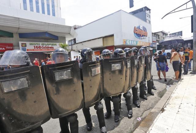 Empresas denuncian irregularidades en licitaciones de equipos antidisturbios