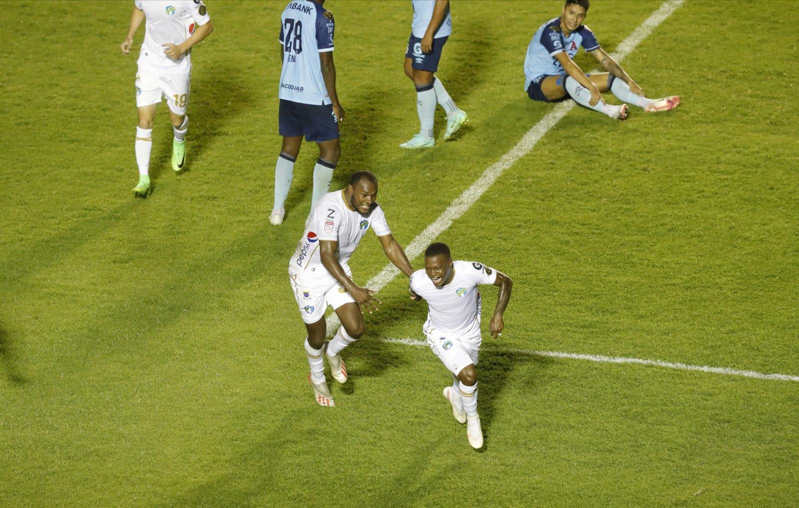 Lacayo salva la victoria de Comunicaciones sobre Alianza en la ida de los octavos de final de la Liga Concacaf - Prensa Libre