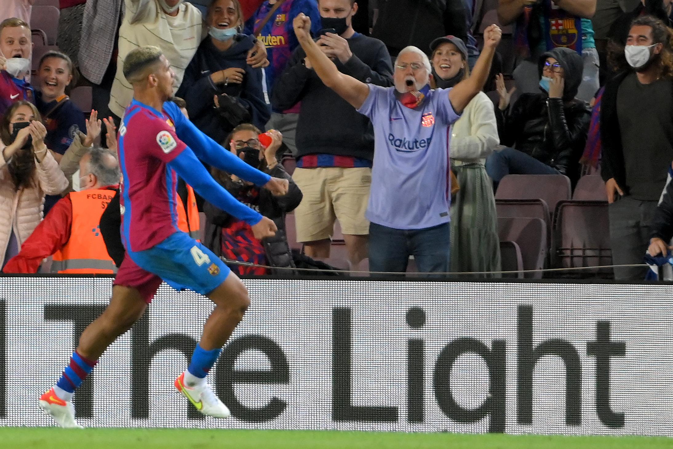 Ronald Araujo salva al Barcelona de Koeman en el Camp Nou ante el complicado Granada - prensa Libre
