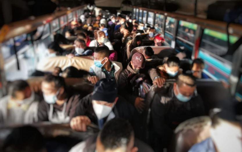 Sancionan a conductores de buses extraurbanos por sobrecargar unidades e imponen multa de Q3.000 - Prensa Libre
