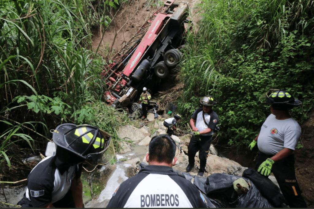 Seis personas mueren cada día en accidentes viales en Guatemala - Prensa Libre