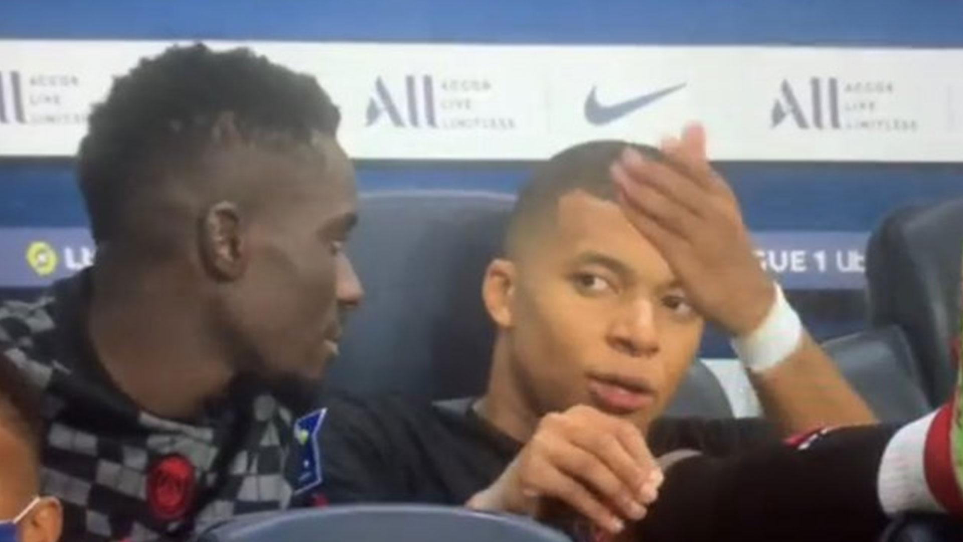 Sorprenden a Mbappé quejándose de que Neymar no le pasa el balón - prensa Libre