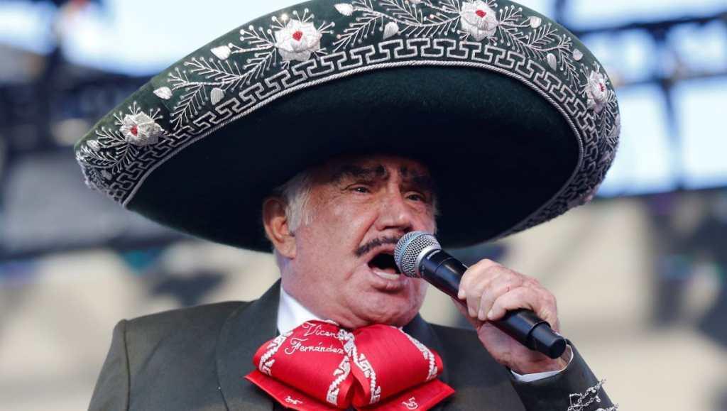 Vicente Fernández Jr.nega rumores sobre la muerte de su padre