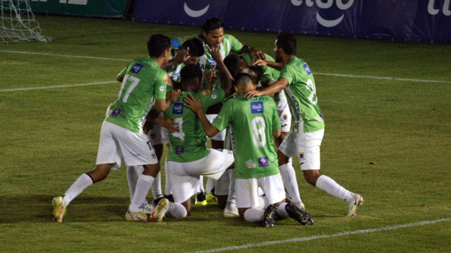Antigua vuelve a ganar ante Iztapa y mantiene provisionalmente el punto de Apertura 2021 - Prensa Libre