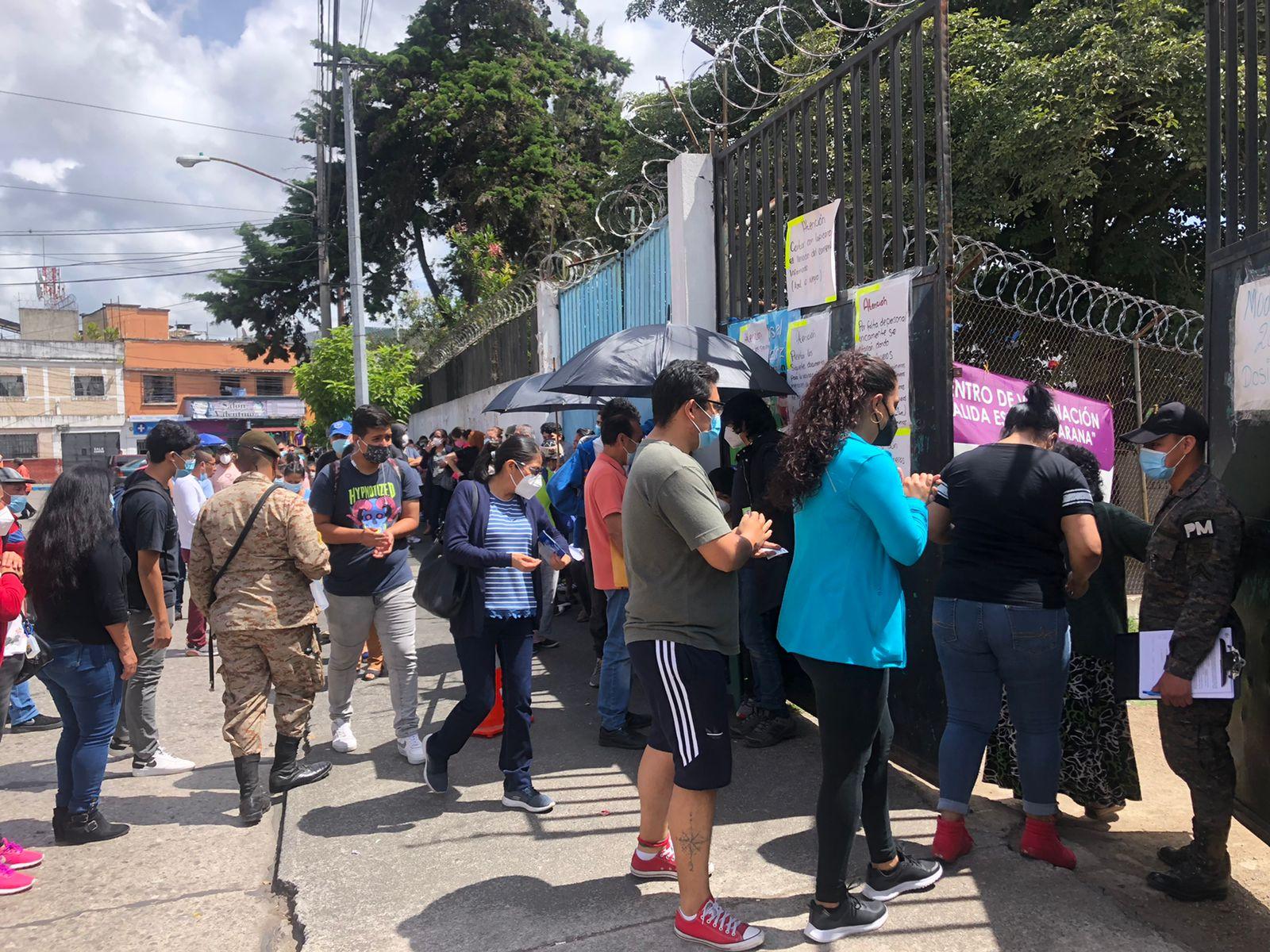 Centros de vacunación comienzan a reportar escasez de vacunas covid-19 - Prensa Libre
