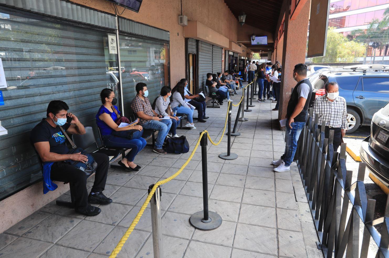 Citas de trámite de pasaportes programadas para 2022, mientras que el mercado negro las ofrece hasta Q1,000 - Prensa Libre