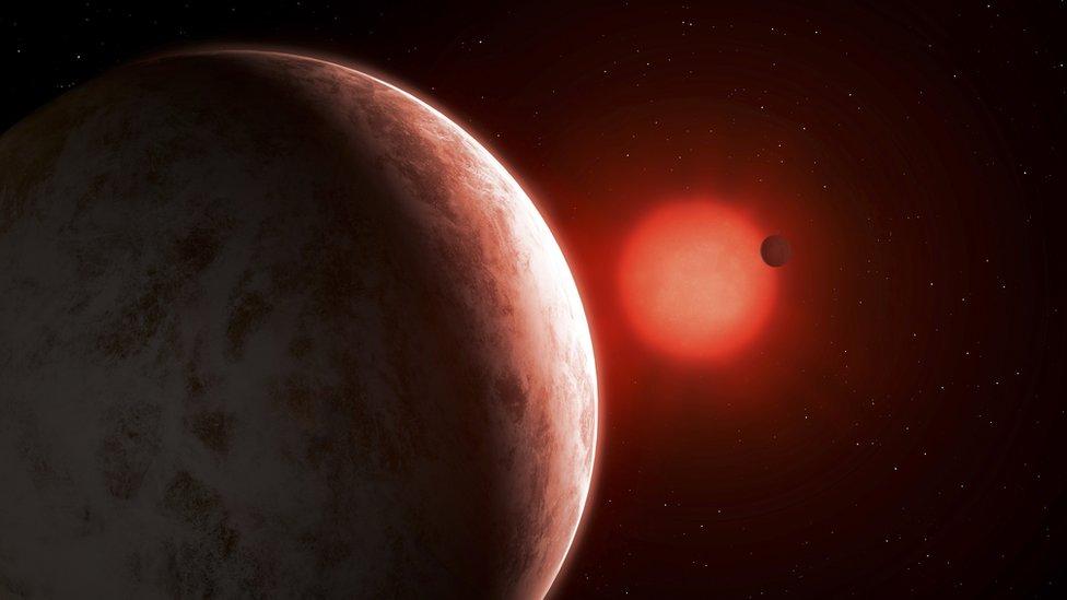 Como se descubrió el primer planeta que giraba alrededor de una estrella distinta al Sol - Prensa Libre