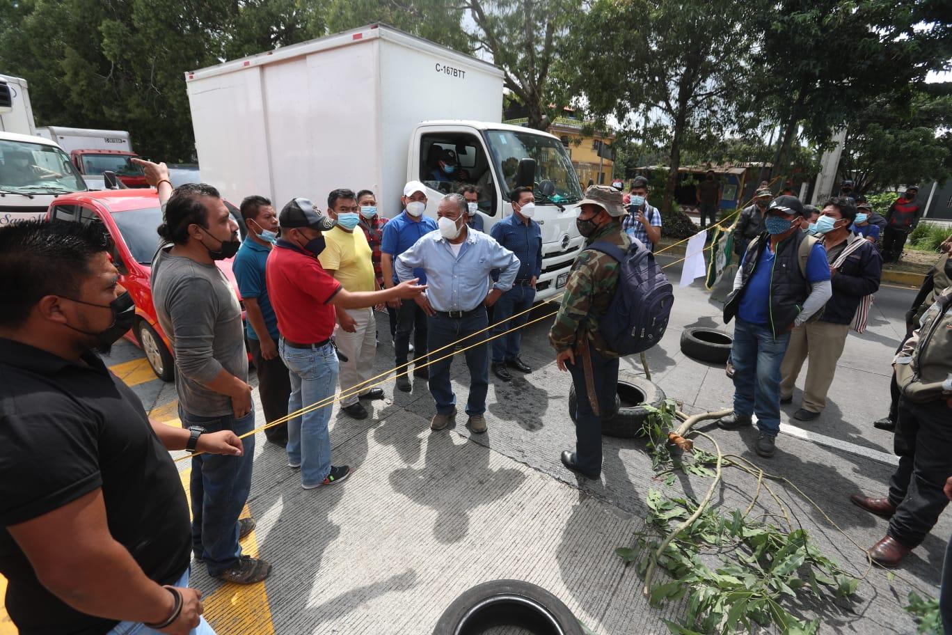 Continuarán bloqueos en Guatemala el jueves 14 de octubre por veteranos militares exigiendo pago de Q120.000 - Prensa Libre