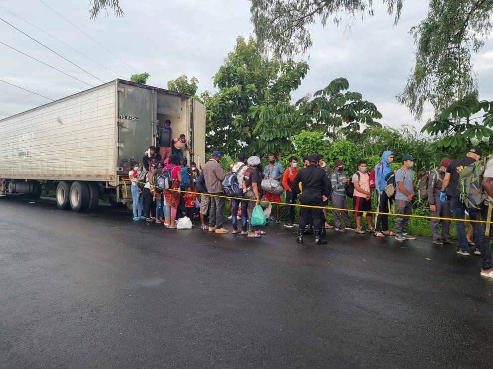 Cuál fue la suerte de los migrantes de Haití, Nepal y Ghana encontrados en una camioneta abandonada en Escuintla - Prensa Libre