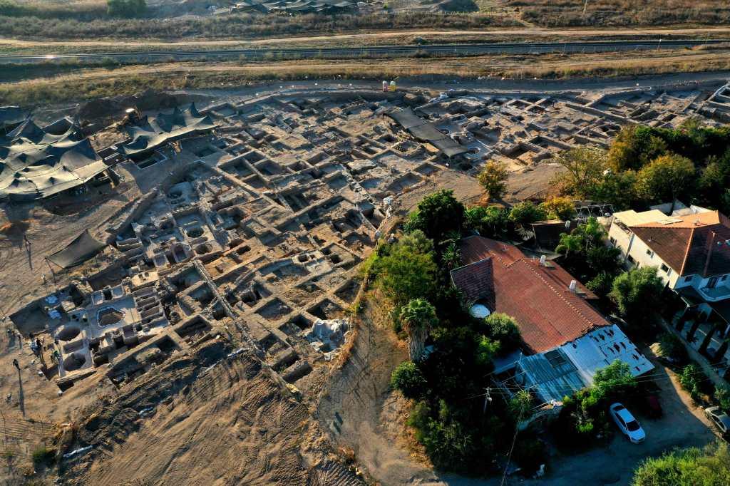 Descubren una gigantesca fábrica de vinos de 1.500 años en Israel - Prensa Libre