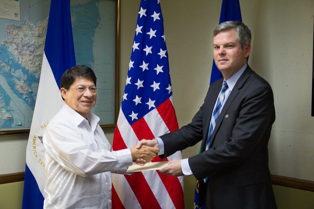 """El Ministerio de Relaciones Exteriores ataca ferozmente al embajador de Estados Unidos Kevin Sullivan por """"interferencia invasiva atroz"""""""