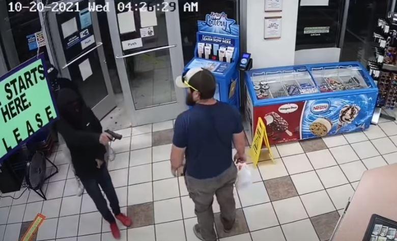 Hombres armados intentan robar una tienda de Arizona, pero son dominados por un ex marine