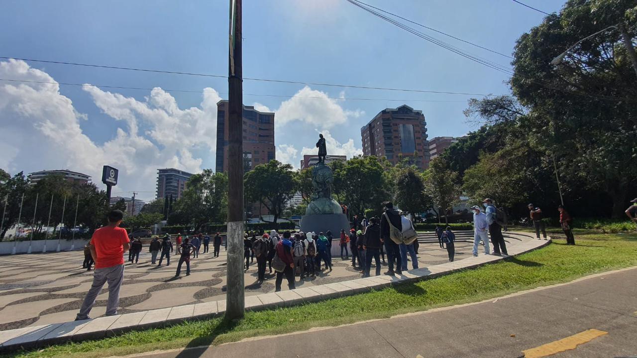 Intentan demoler monumento a Cristóbal Colón y otros resultan dañados durante Reforma y protestas en América - Prensa Libre