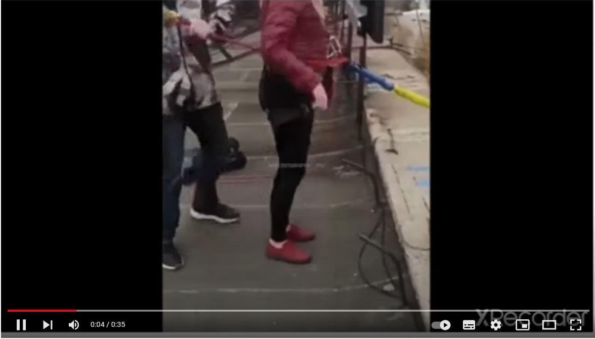Joven madre muere en accidente de puenting, golpeando el suelo y estrellándose contra una pared - Prensa Libre