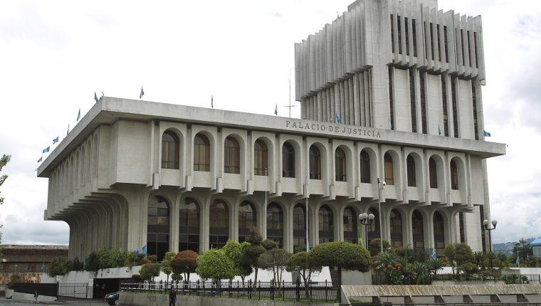 Jueces de la CSJ revalidan su continuidad en el cargo pues Guatemala no ha renovado tribunales en dos años - Prensa Libre