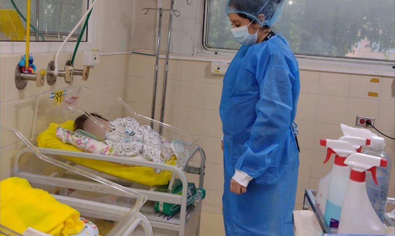 La conmovedora historia de un recién nacido abandonado en el Hospital Roosevelt - Prensa Libre