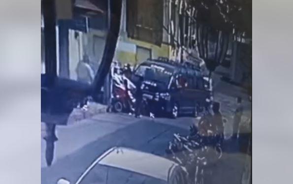Minibús y moto taxi provocan grave accidente de tráfico en Retalhuleu - Prensa Libre