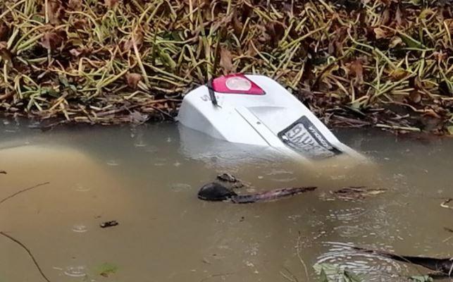 Mujer e hija pierden la vida al caer vehículo en un barranco con agua en Ocós - Prensa Libre