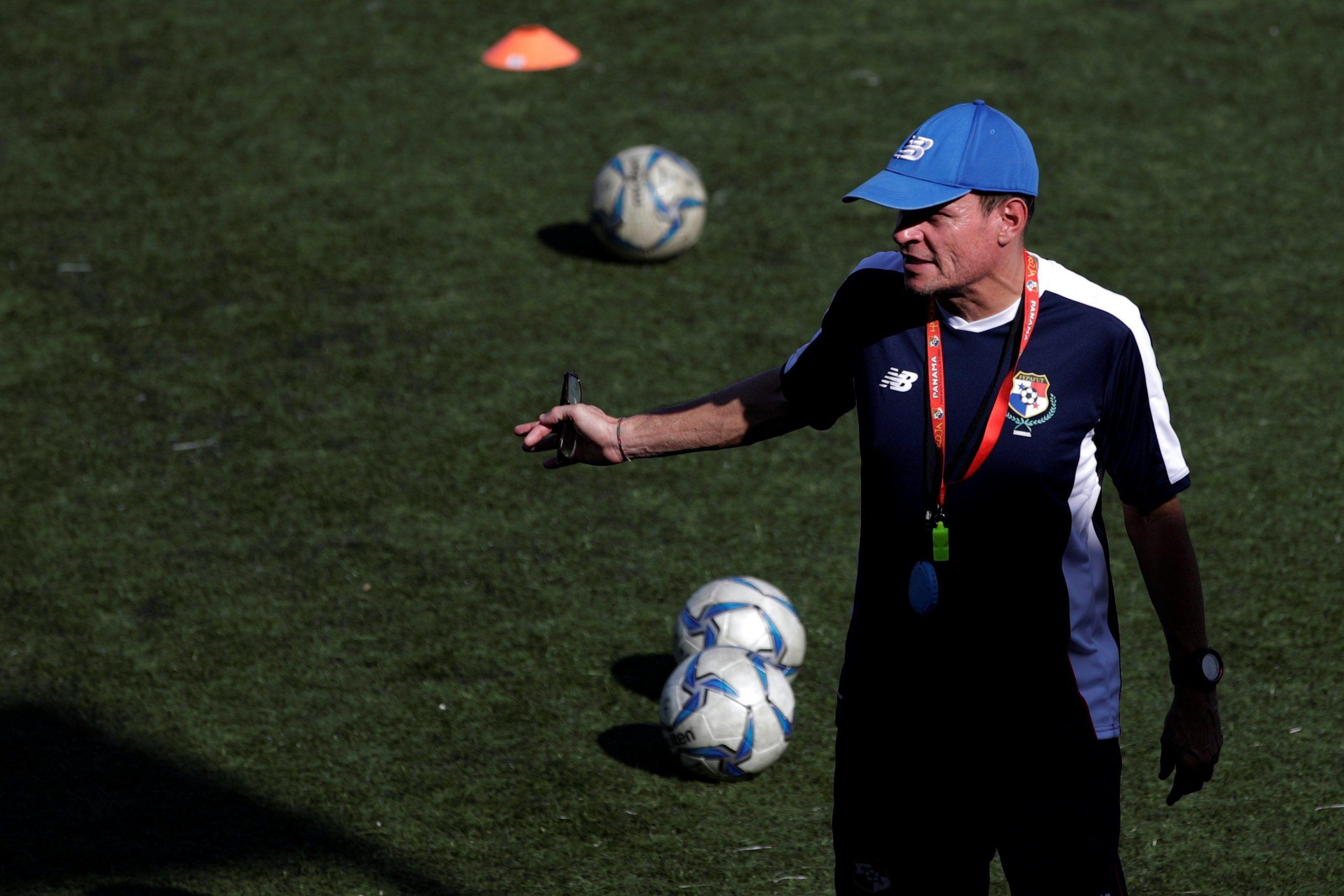 Ordenan la detención de la ex entrenadora de la selección venezolana de fútbol femenino acusada de abuso sexual - Prensa Libre
