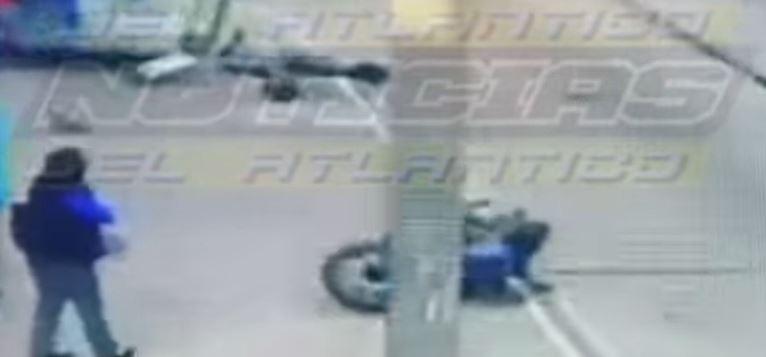 Registran el impactante accidente que sufrió un automovilista al intentar esquivar un vehículo en la Avenida Petapa - Prensa Libre