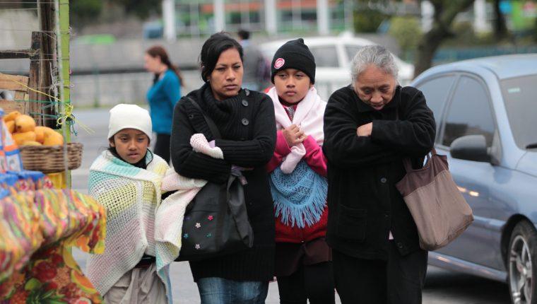 Se acerca el frío y los expertos recomiendan abrigarse - Prensa Libre